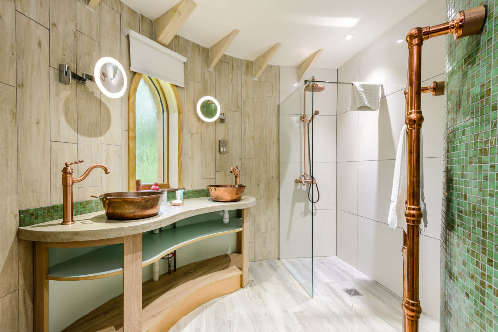 Interior shot of the bathroom in the Treehouse at Woodside Bay