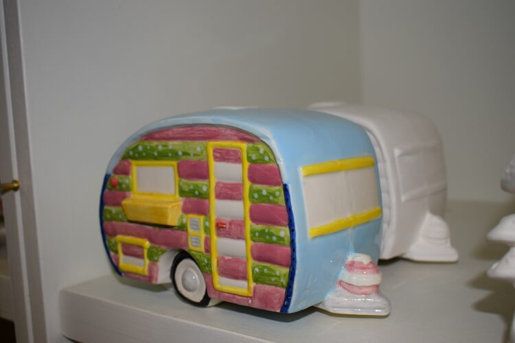 Photo of a pottery caravan that has already been painted and displayed