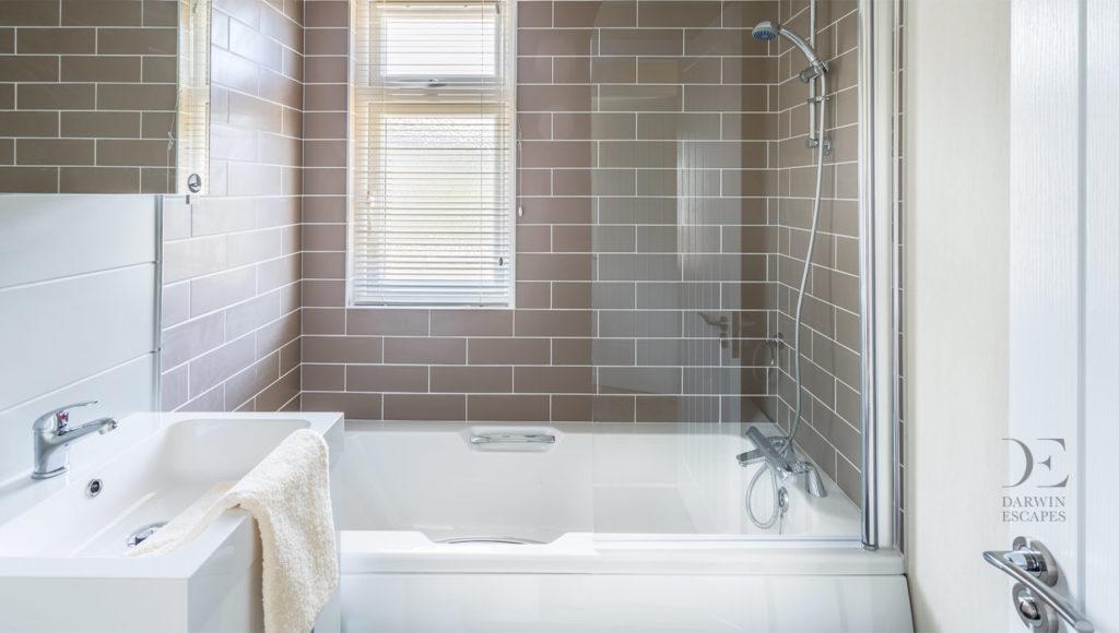 Interior shot of the bathroom in the Prestige Buckland Lodge