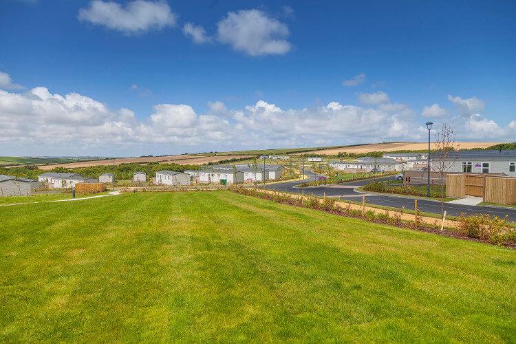Views of the scenery and holiday homes at Piran Meadows