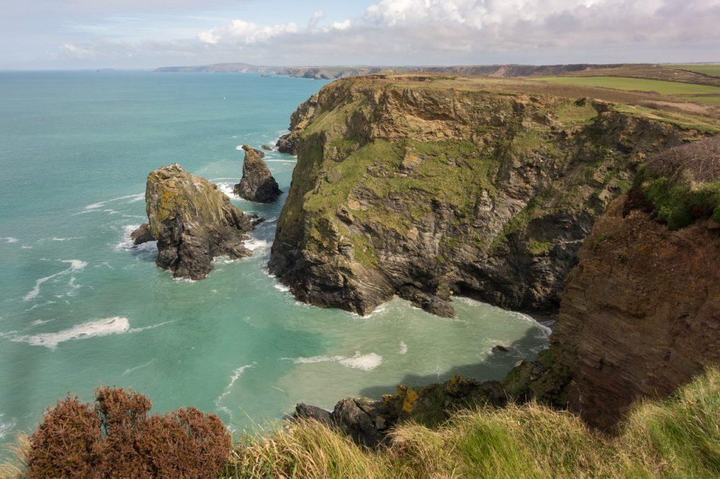 Dramatic cliffs on the Cornish coastline