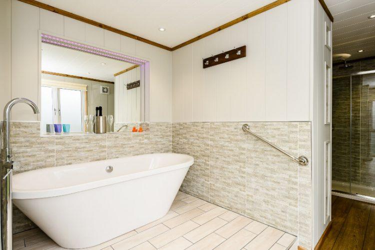 roll top bath in bathroom