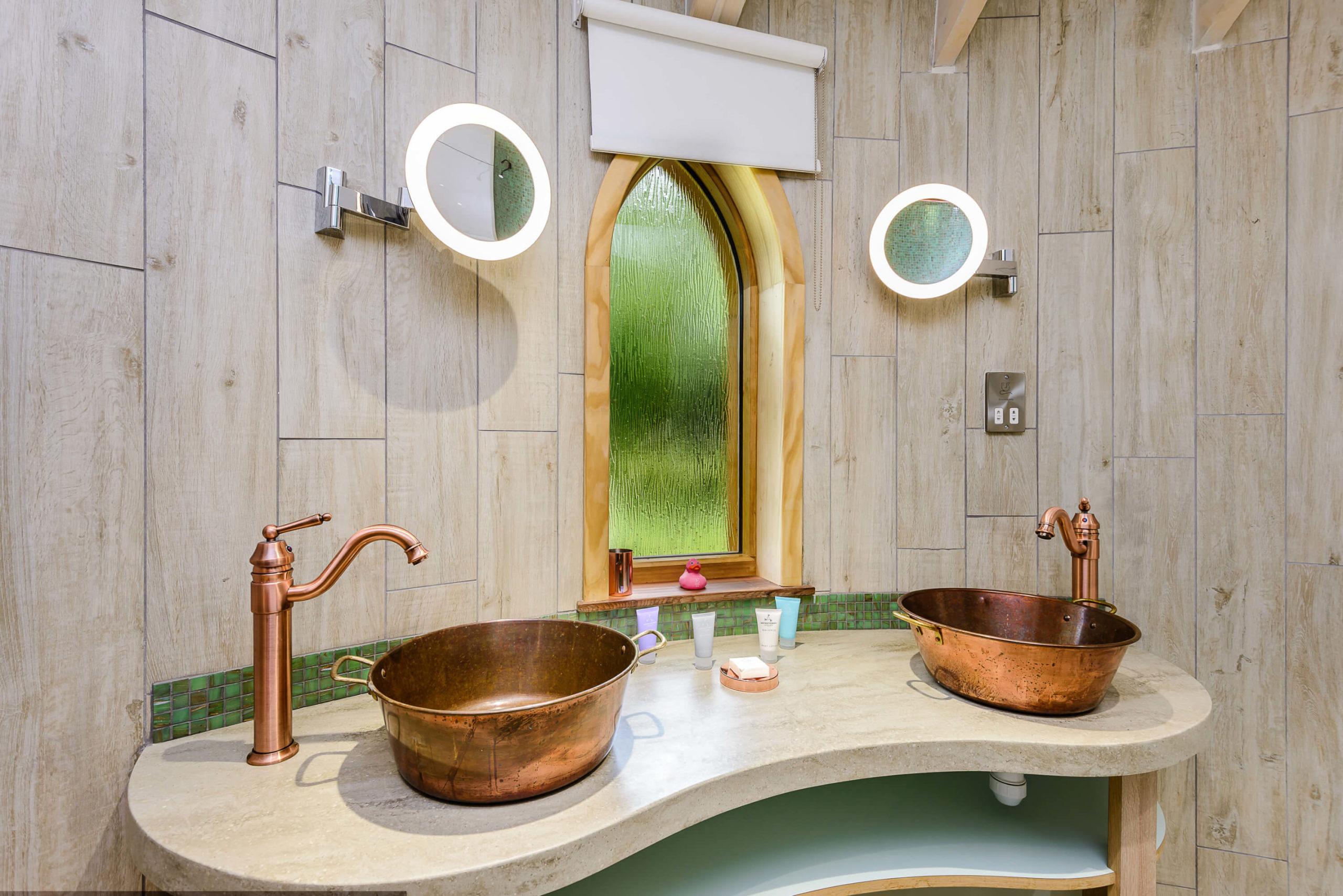 Woodside treehouse sinks