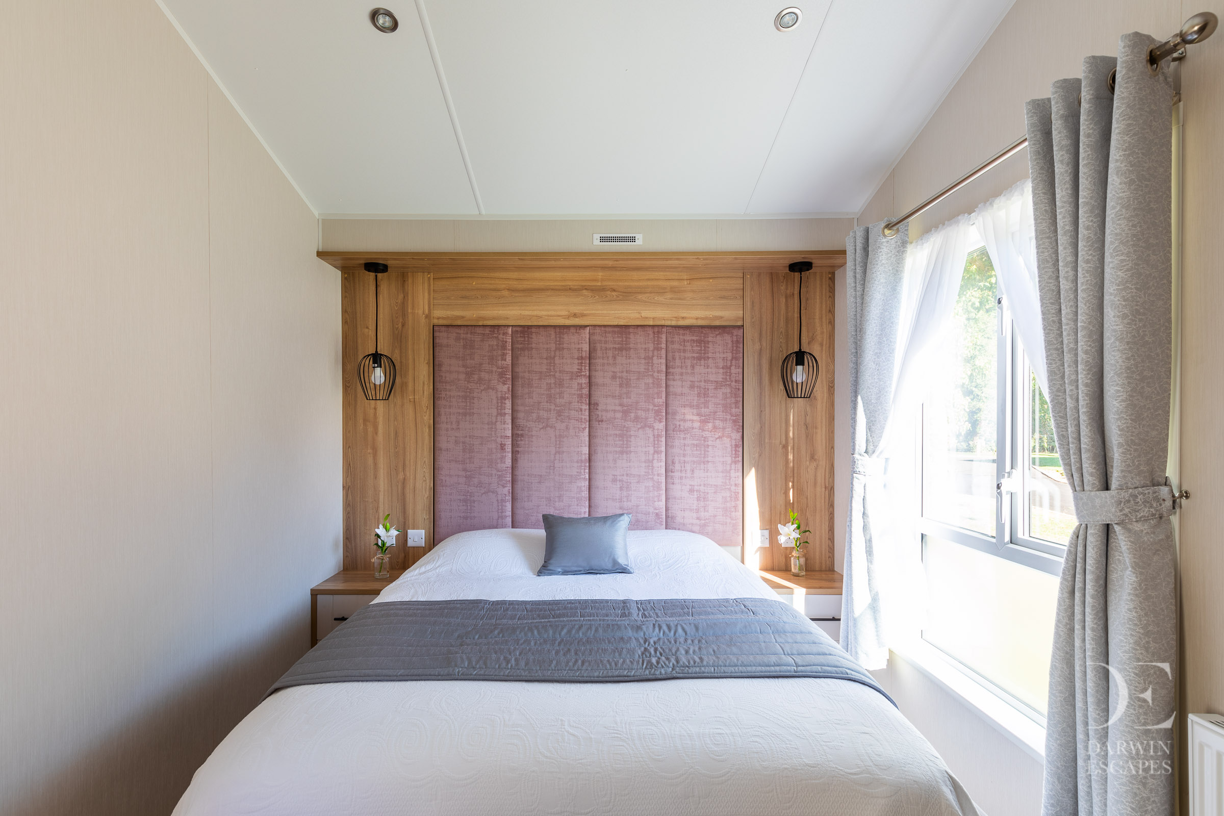 Interior shot of the master bedroom in the Willerby Waverley