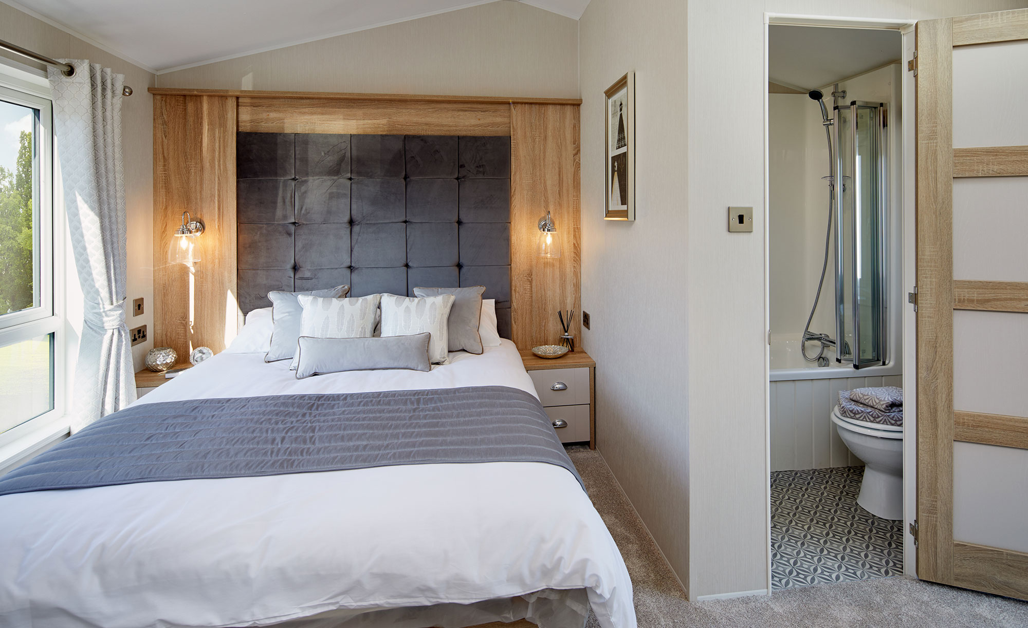 Interior shot of the bedroom in the Willerby Vogue Classique