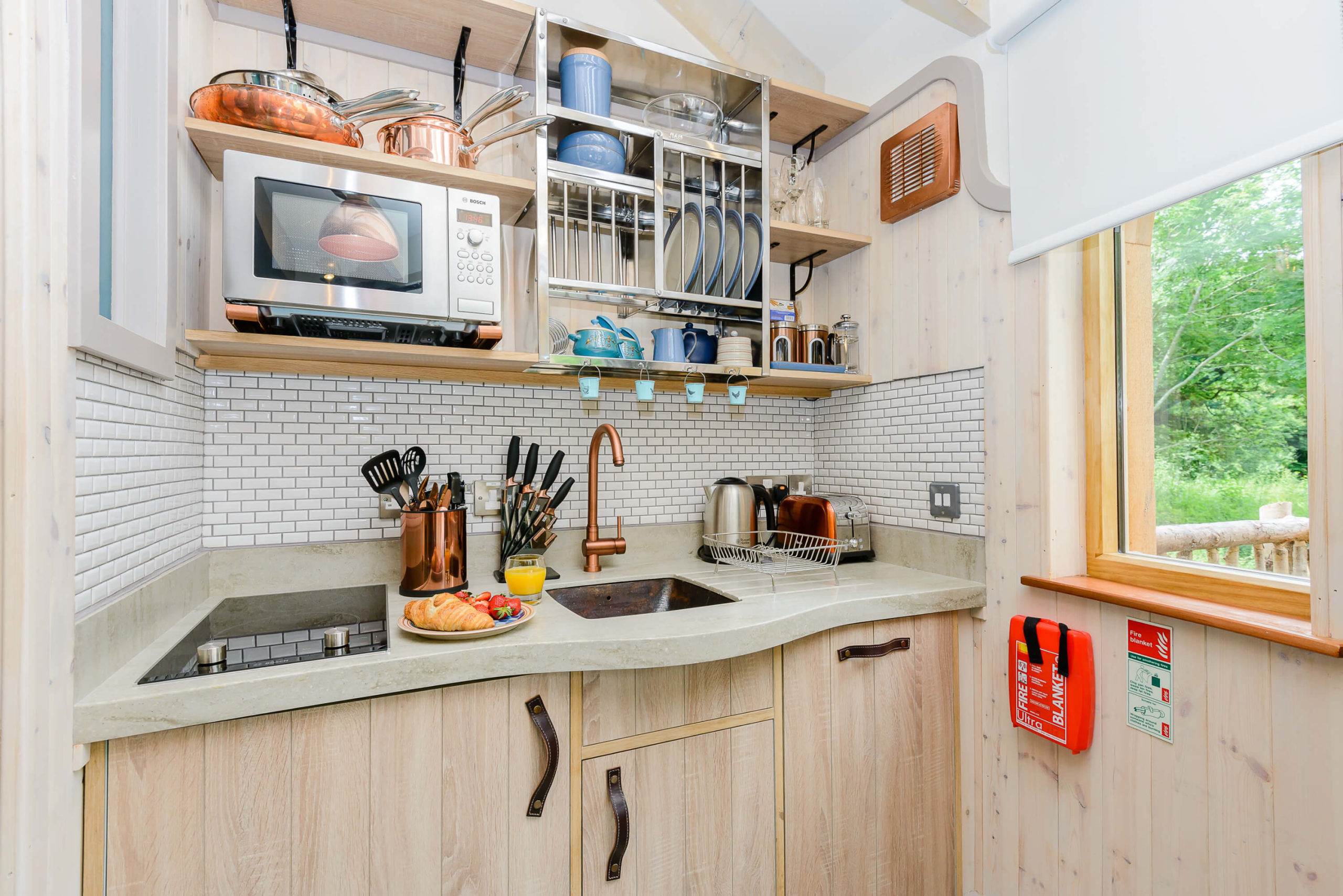 kitchenette, sink, microwave and copper finishing at the treehouse
